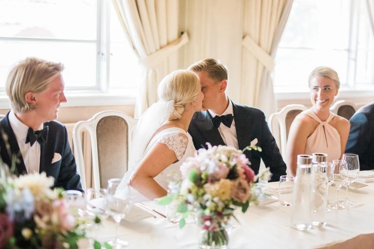 Bröllopsfotografering på Grand hotell i Lund med nygift brudpar. Fotograf Kajsas Foto i Skåne